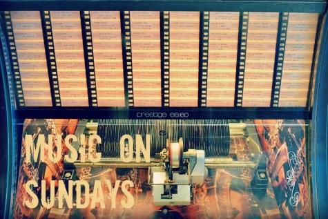"Music on Sundays ""Writing's On The Wall"" Sam Smith nieuwe Bond Theme"