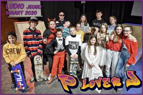 P loves J Ludio toneel