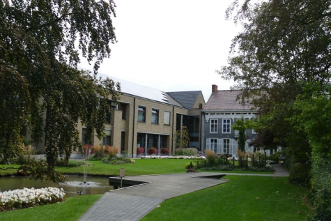 gemeentehuis park achterkant Lochristi