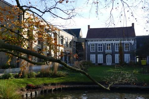 gemeentehuis november achterkant Lochristi