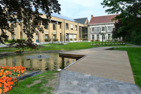 achterkant gemeentehuis Lochristi