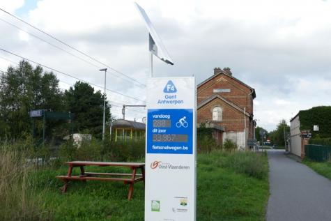 Fietstelpaal fietssnelweg F4 Beervelde