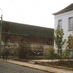 Voorzijde van de pastorie kort vóór de afbraak van de kantschool in 1982. (Foto: Albert Vispoel)